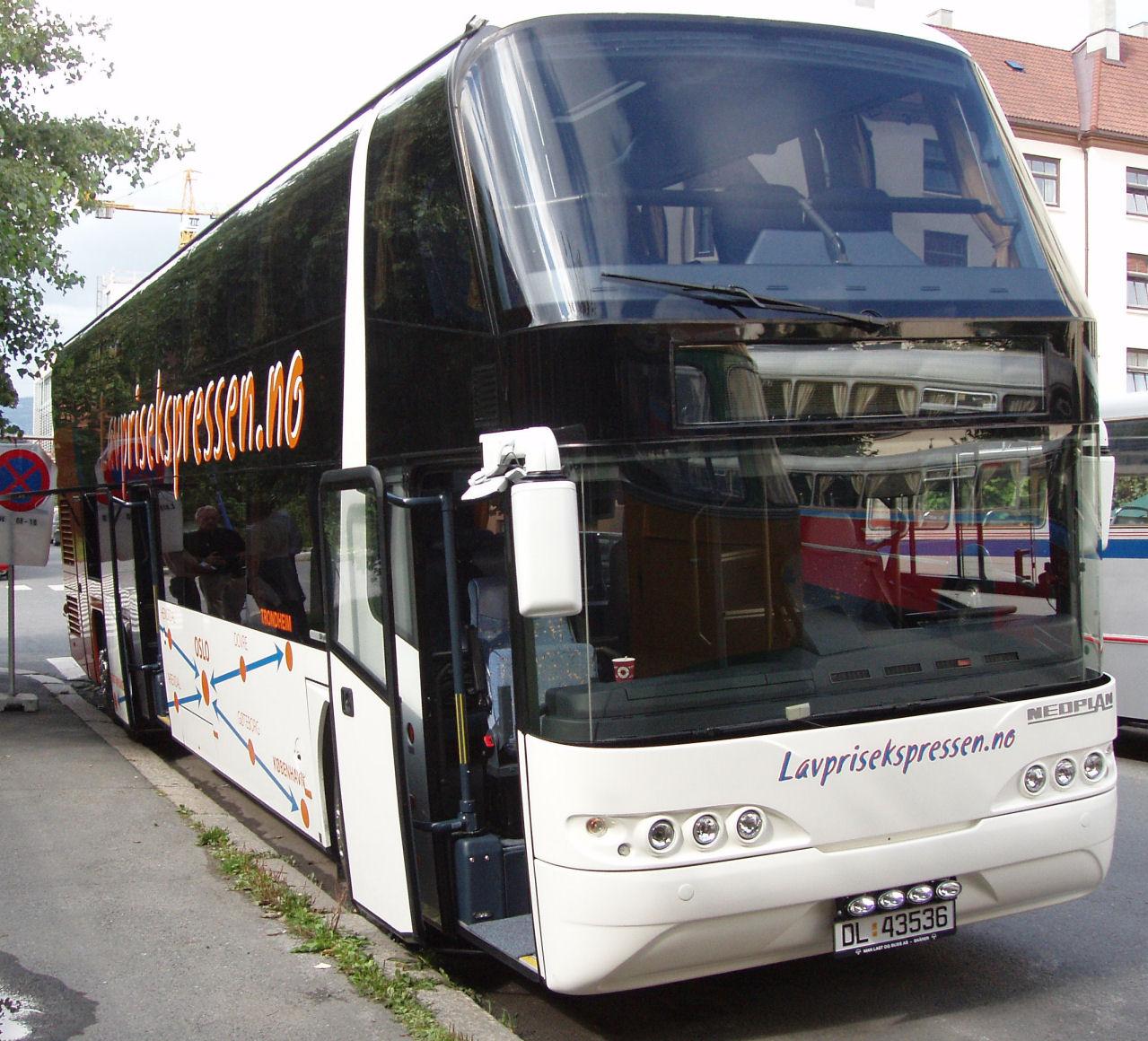 Oslo Sporveier var bidragsyter til arrangementet, og datterselskapet Arctic Express benyttet anledningen til å vise frem en flunkende ny toetasjers ekspressbuss av fabrikat Neoplan.