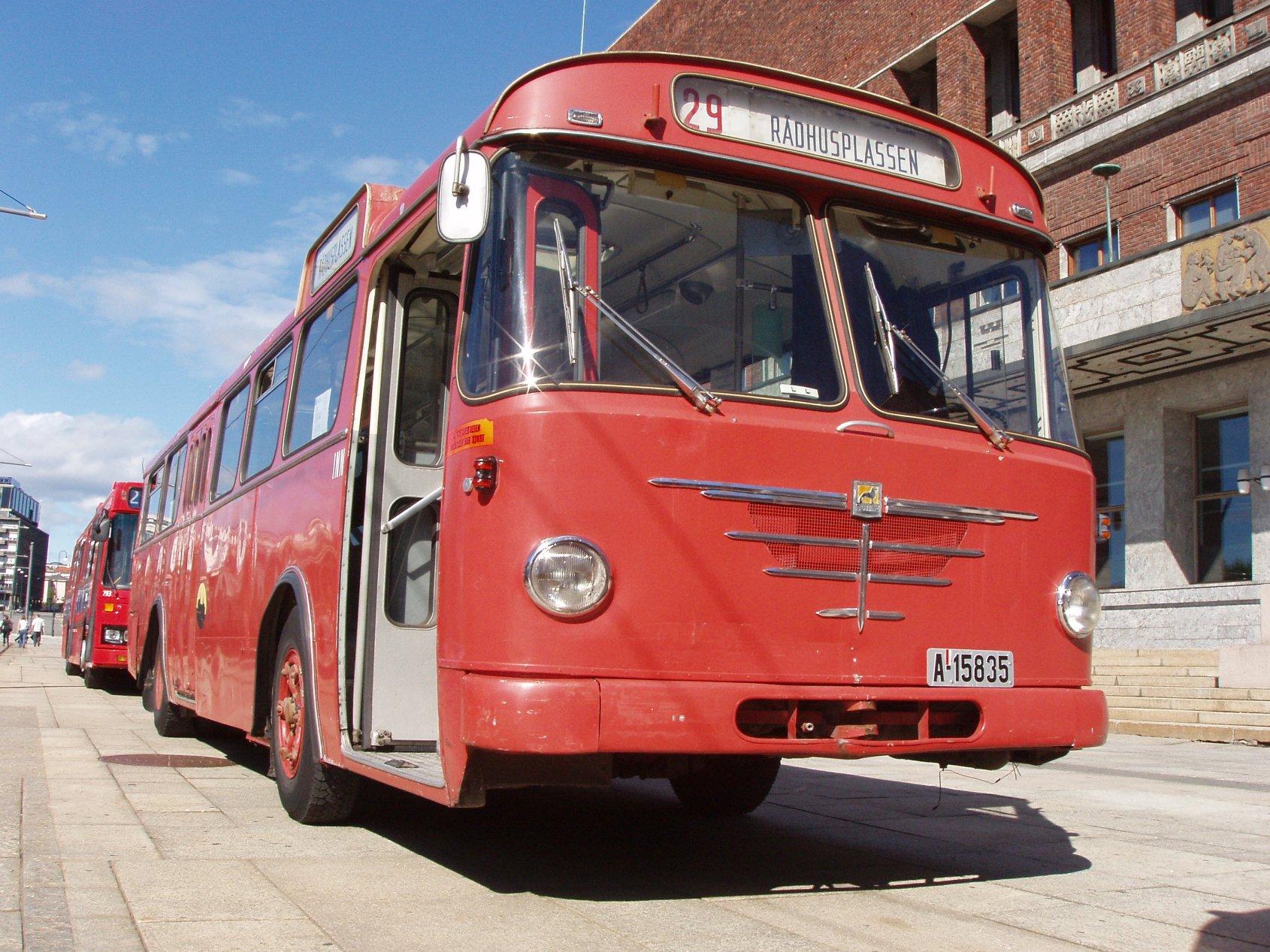 Tidligere Oslo Sporveiers #835, Büssing Prefekt 13D fra 1969, klart den mest komfortable og lettkjørte av bussene itrafikk den dagen.