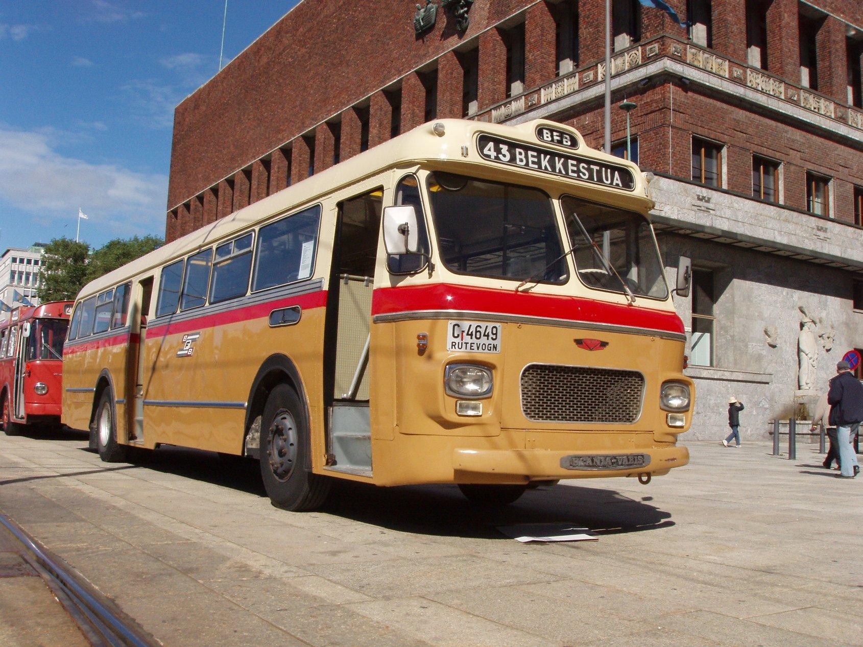 En god buss å kjøre er denne 1965 Scania-Vabis BF56.59 som opprinnelig gikk for Bærum Forende Bilruter. Utstyrt med en Scania D10 R21 motor på 165 hk, en presis girkasse og nydelig servostyring er den fortsatt godt brukbar i bytrafikk.