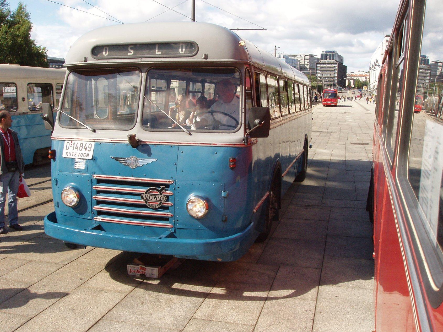 Bussen er 50 år gammel, men i meget god stand. Kanskje ikke den mest lettkjørte - den er uten servo og har vakuumbremser - samt Volvos litt spesielle H-gir der 4. og 5. gir er byttet plass i forhold til hva man skulle vente.